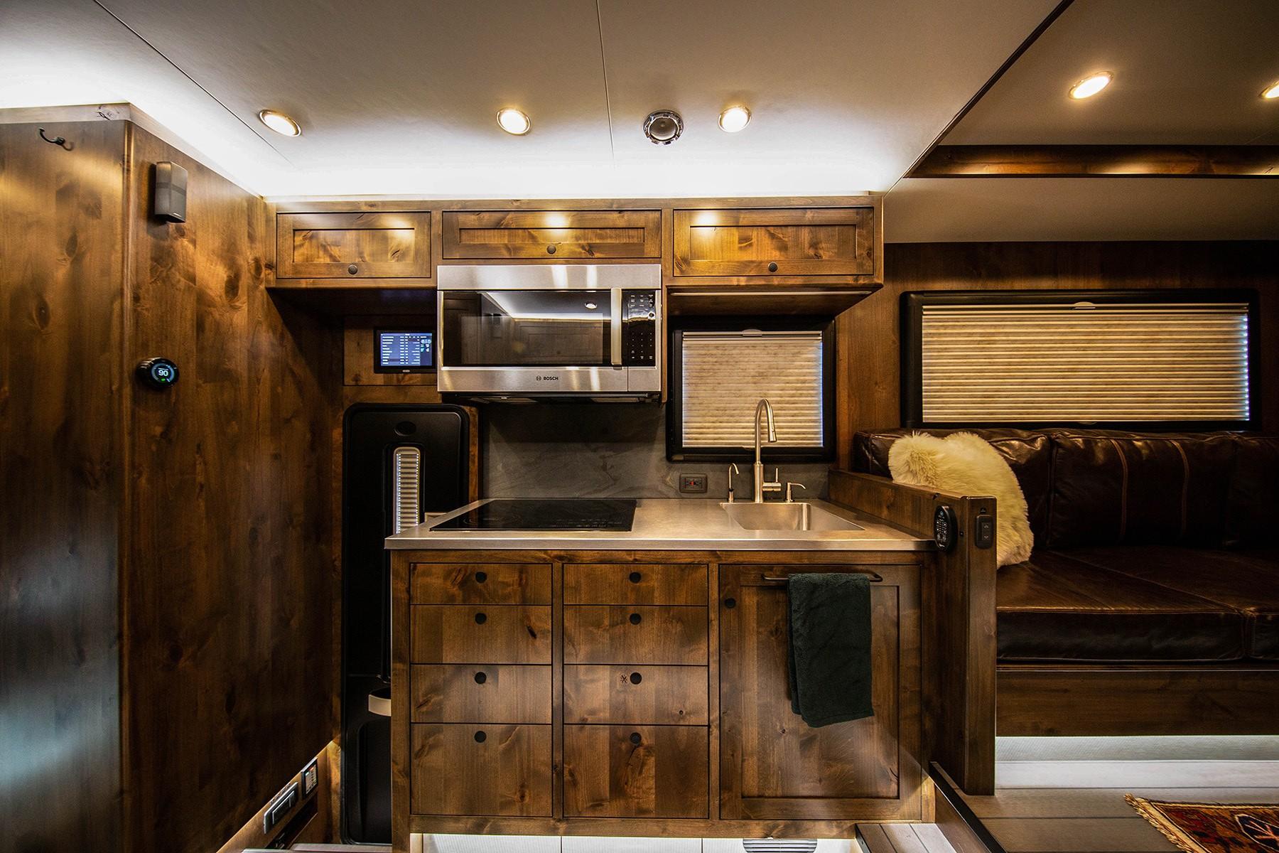 EarthRoamer HD kitchen