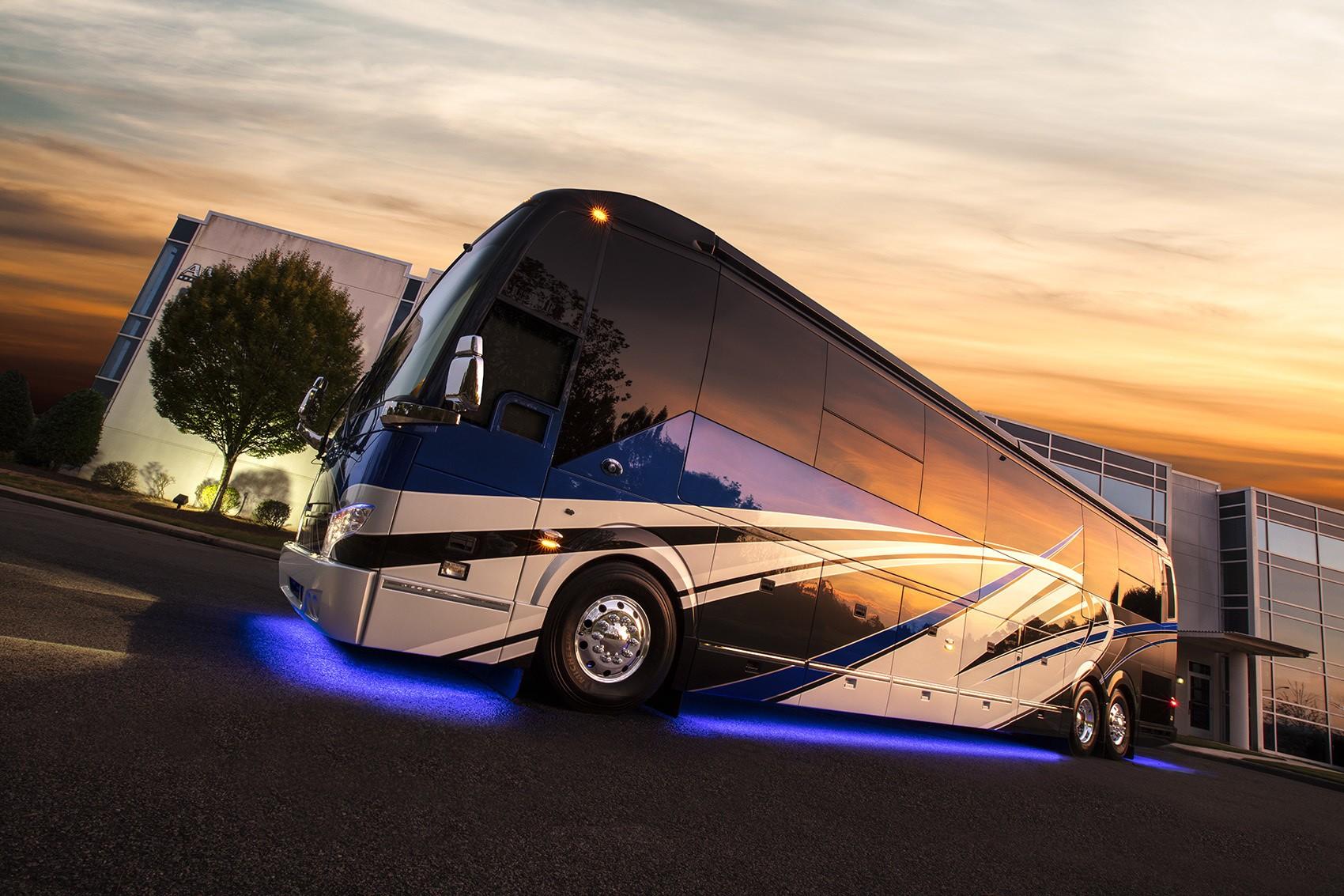 exterior with light Featherlite Vantare Platinum Plus