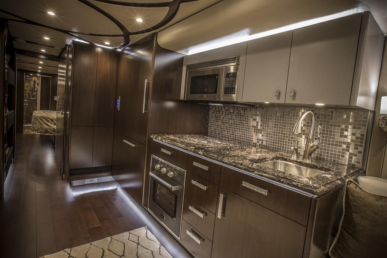 Featherlite Vantare Platinum Plus kitchen area