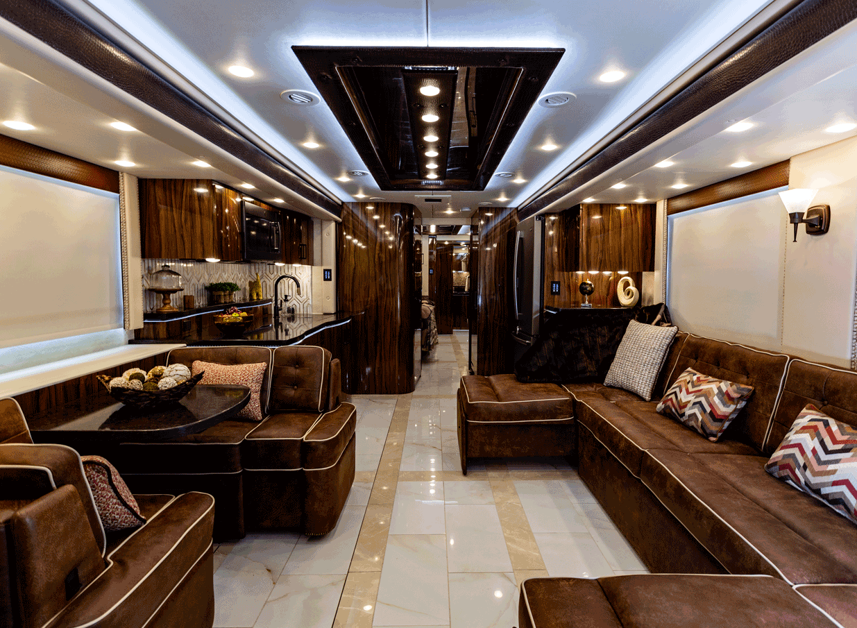 interior living room Foretravel IH-45