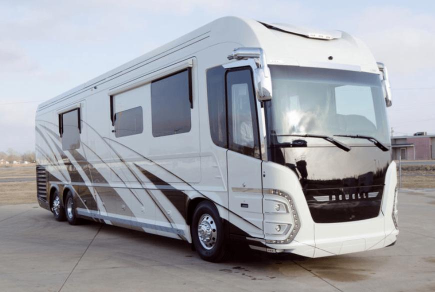 exterior Newell Coach P50