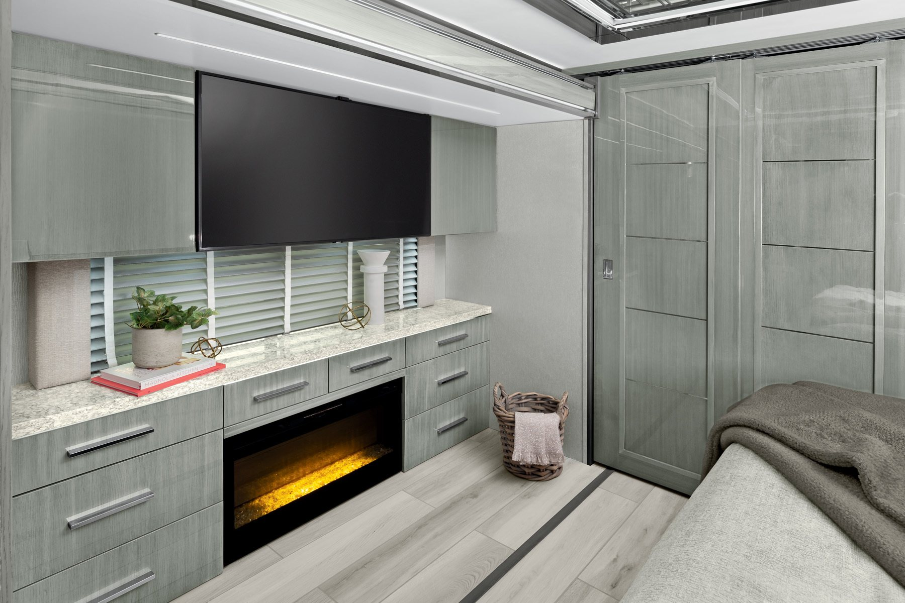 luxurious newmar king aire bedroom fireplace
